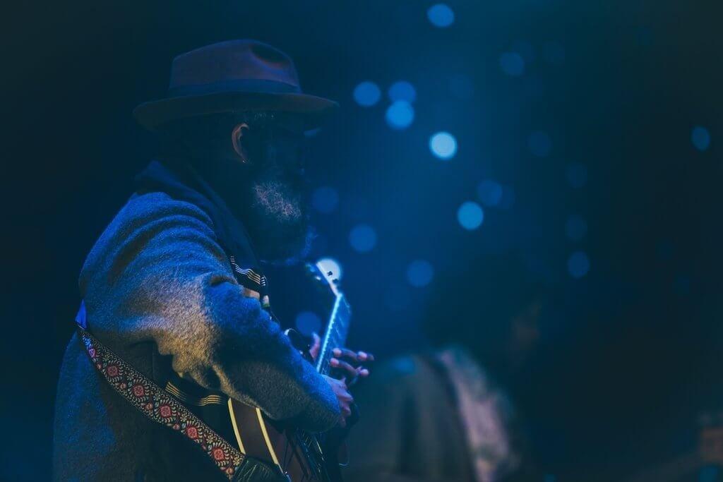 PRESSEMEDDELELSE: Få intense lytteoplevelser ved mørklagte koncerter
