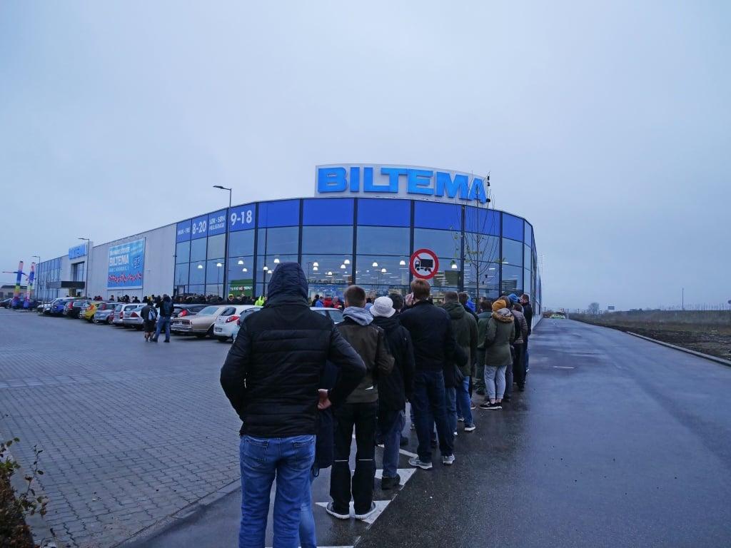 PRESSEMEDDELELSE: Kunder sad 11 timer i kø til nyt gigantvarehus – Største åbning i Biltemas historie