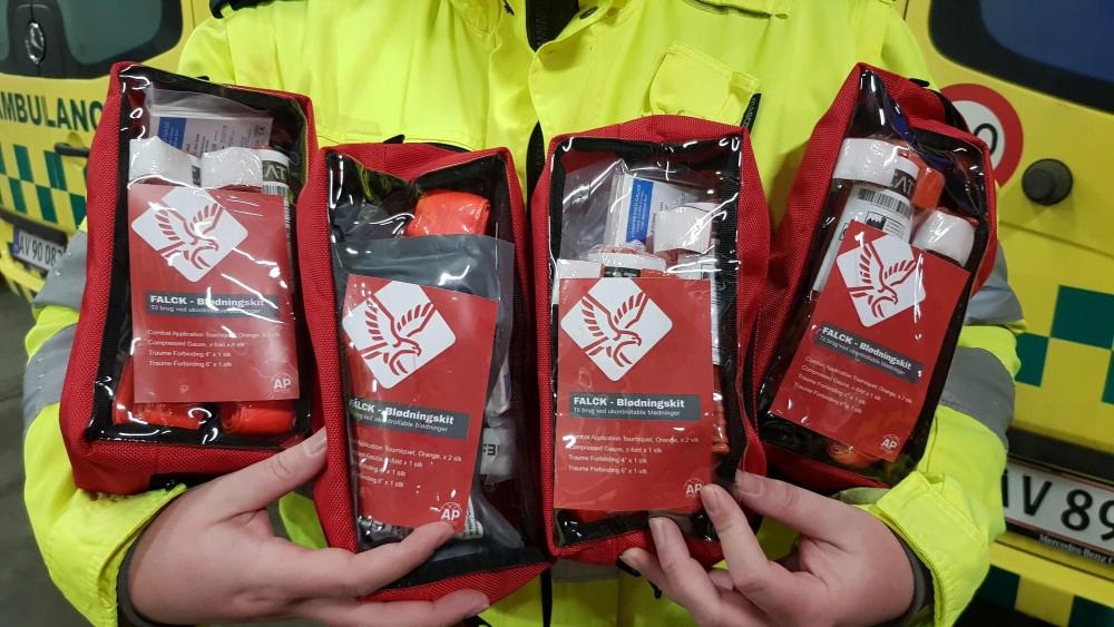 """PRESSEMEDDELELSE: Falck sætter """"blødnings-kit"""" i alle sine ambulancer"""