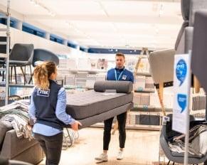 PRESSEMEDDELELSE - JYSK genåbner butik nr. 1 med ny indretning