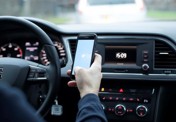 PRESSEMEDDELELSE: Klip får bilister til at droppe håndholdt mobil