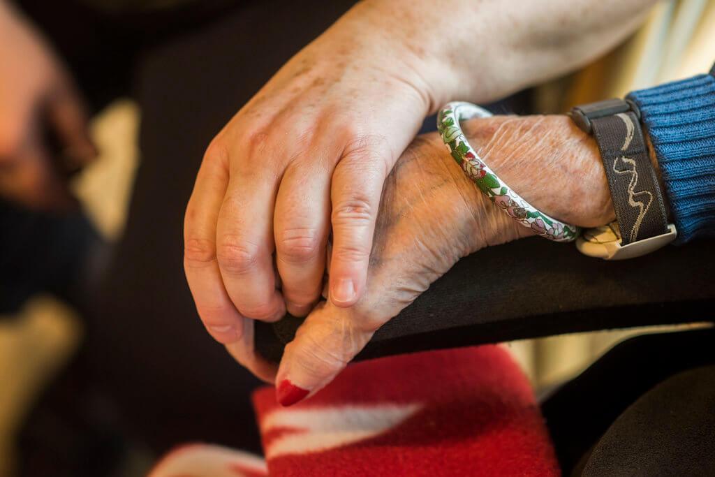 PRESSEMEDDELELSE: Forbud mod besøg på plejecentre og botilbud