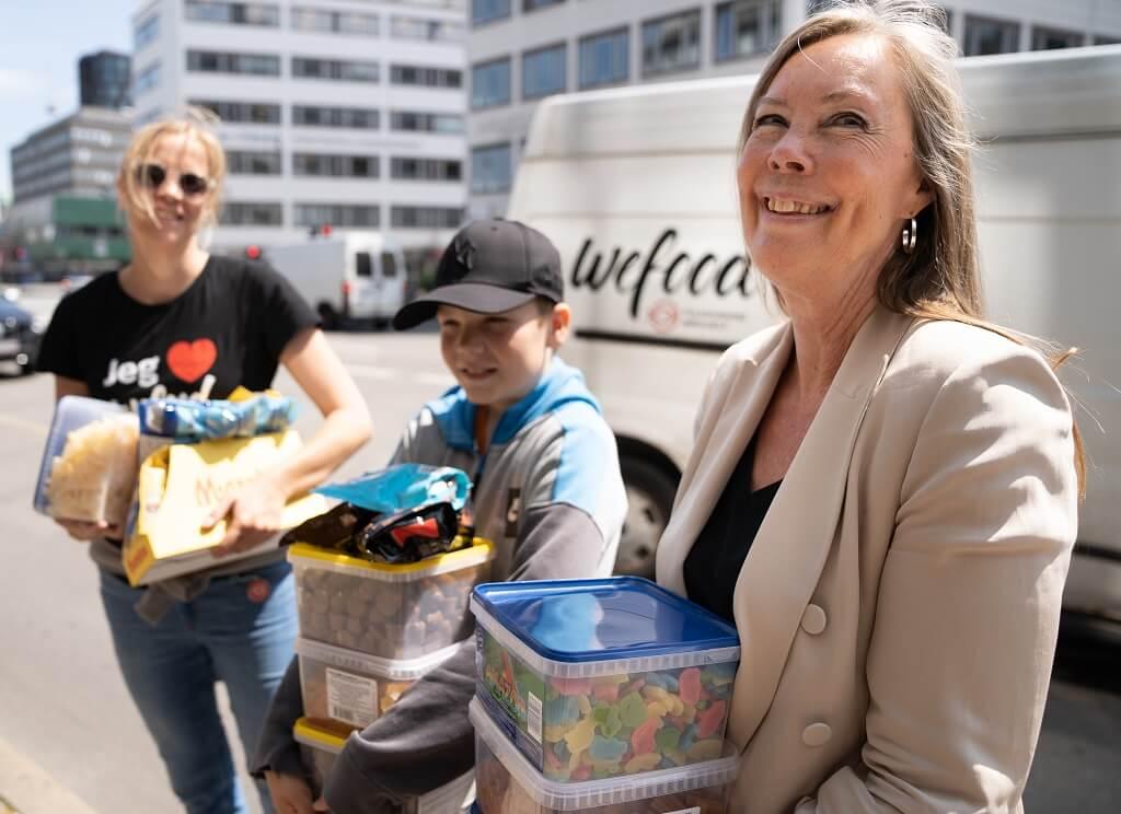 PRESSEMEDDELELSE: Efter nedlukning, Nordisk Film Biografer donerer overskudsslik til madspildsbutikker