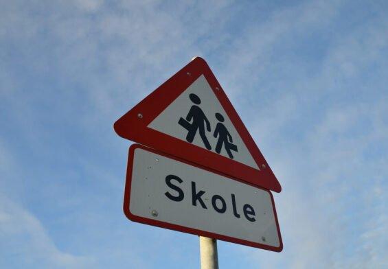 PRESSEMEDDELELSE: 19.000 gange er der kørt for stærkt ved danske skoler i år