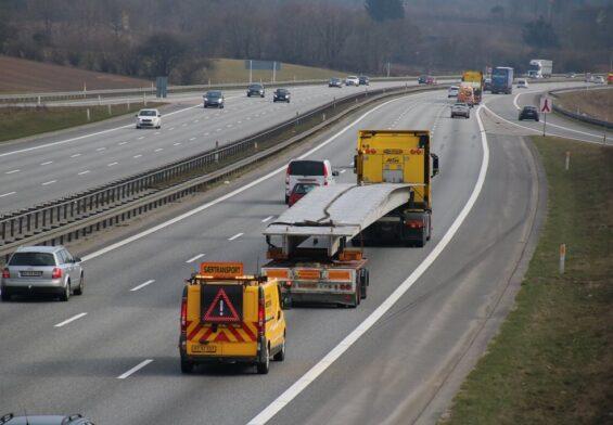 PRESSEMEDDELELSE: Politiet sinker særtransporter