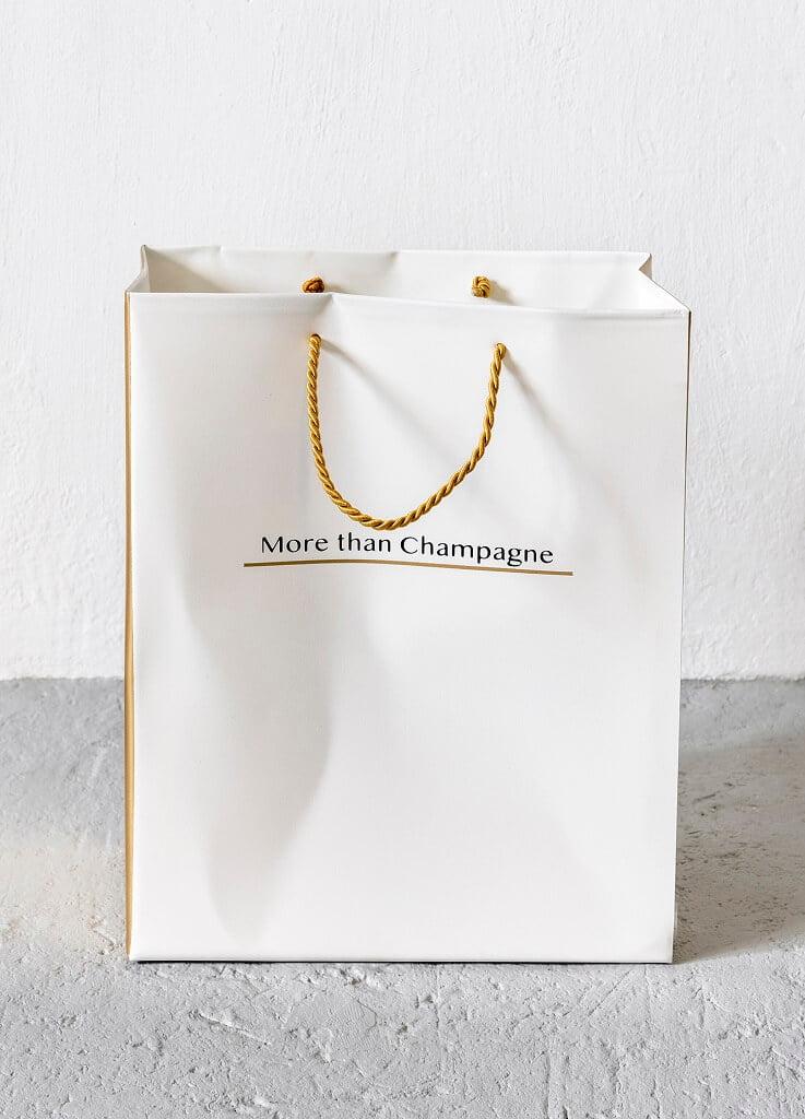 PRESSEMEDDELELSE – Beton, kondomer, guld og champagne!