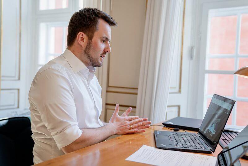 PRESSEMEDDELELSE – Regeringen vil forlænge virksomheders mulighed for digitale generalforsamlinger