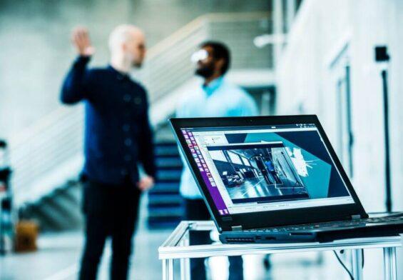 PRESSEMEDDELELSE – Flere virksomheder skal bruge kunstig intelligens til at styrke forretningen