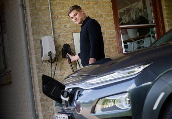 PRESSEMEDDELELSE – OK er klar med hjemmeopladning til elbiler